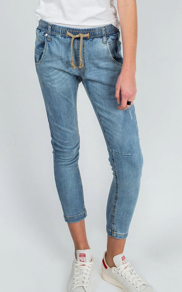 DRICOPER ACTIVE DENIM JEANS IN LIGHTIES