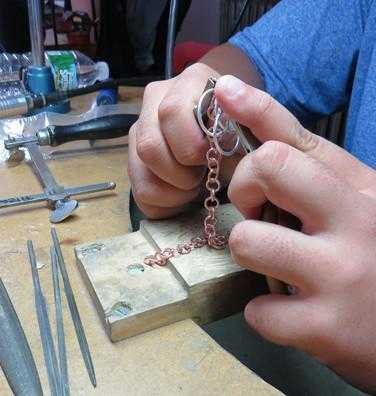 CHAIN MAKING - WORKSHOP - <meta char - Fitzgerald Jewelry - Handmade in Williamsburg, Brooklyn, NYC