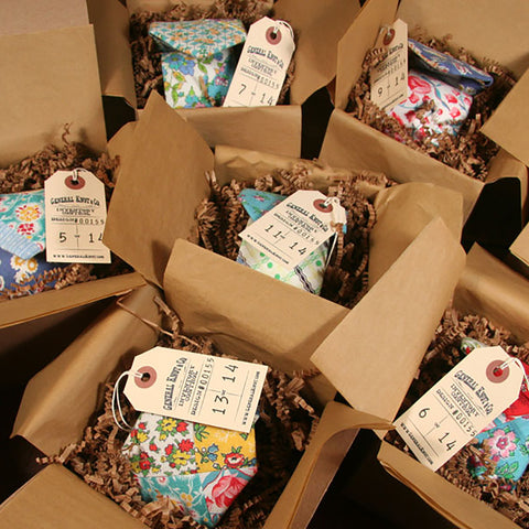 General Knot Gift Boxes with Ties and Tags
