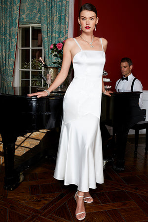 Bride going to chic New York city hall wedding in romantic sexy flowy white bias wedding gown