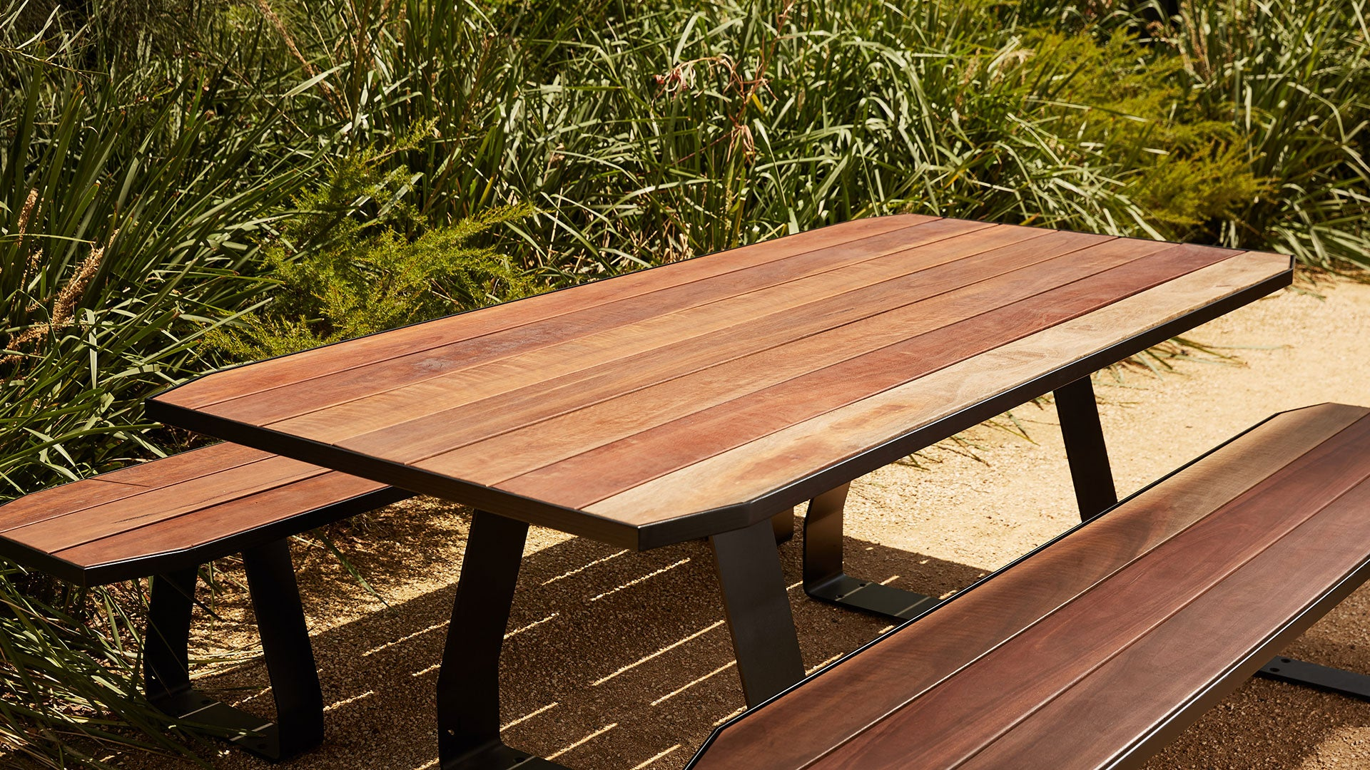 Stirrup 6 Person Outdoor Table