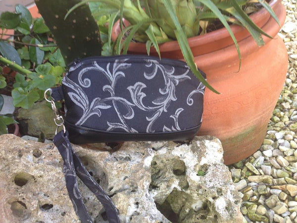 FREE The Clematis Wristlet - PDF Sewing Pattern