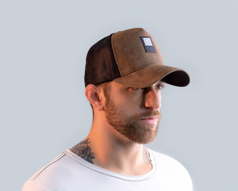 Trucker Cap AZMT Brown Sugar modelo 01