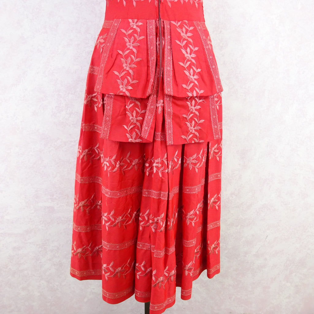 Vintage 50's Embroidered Taffeta Fit & Flair Dress q