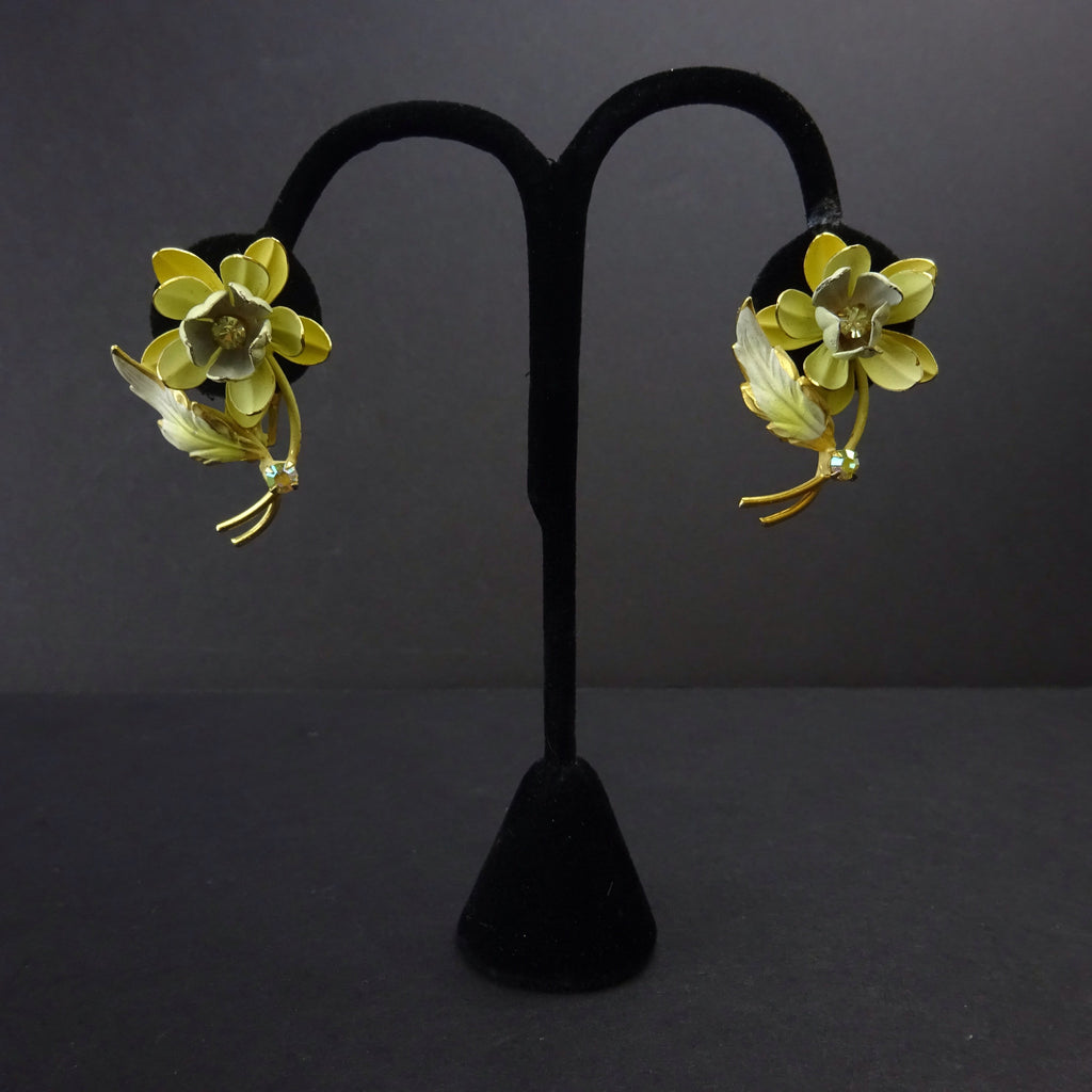 Vintage 60s 3D Floral Clip Earrings