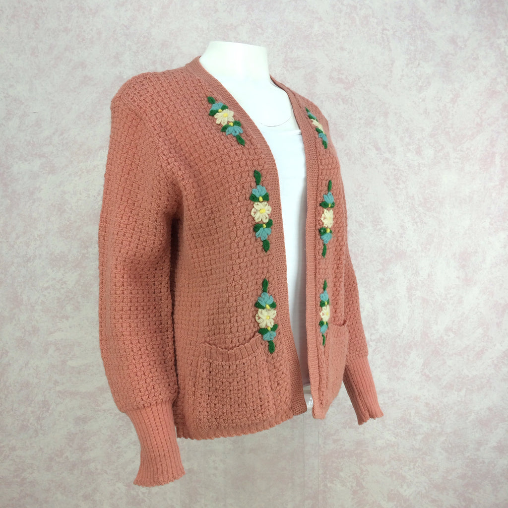 Vintage 40s Knit Sweater w/Floral Embroidery, Side