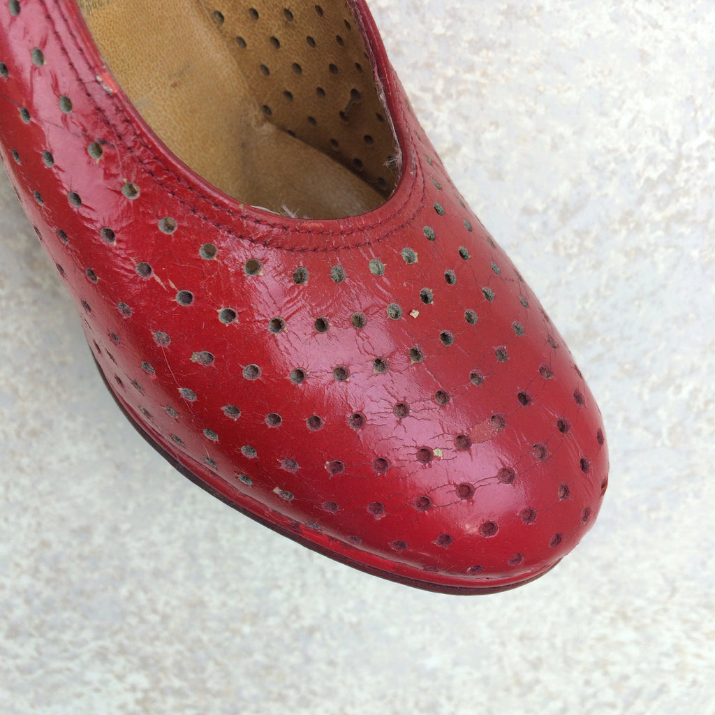 Vintage 70s Perforated Leather Wedgies, Toe