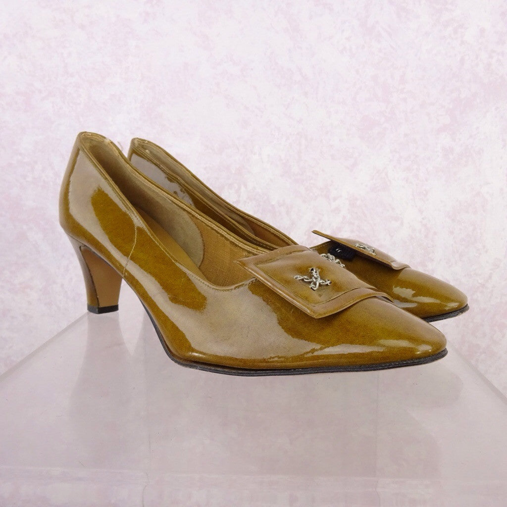 Vintage 70s Mustard Patent Leather Pumps w/Buckle rfg