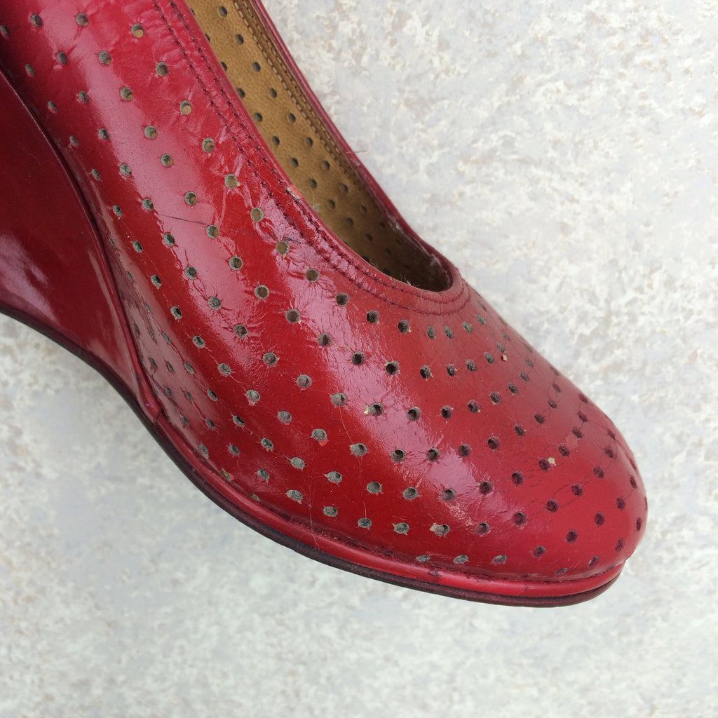 Vintage 70s Perforated Leather Wedgies, Toe 2