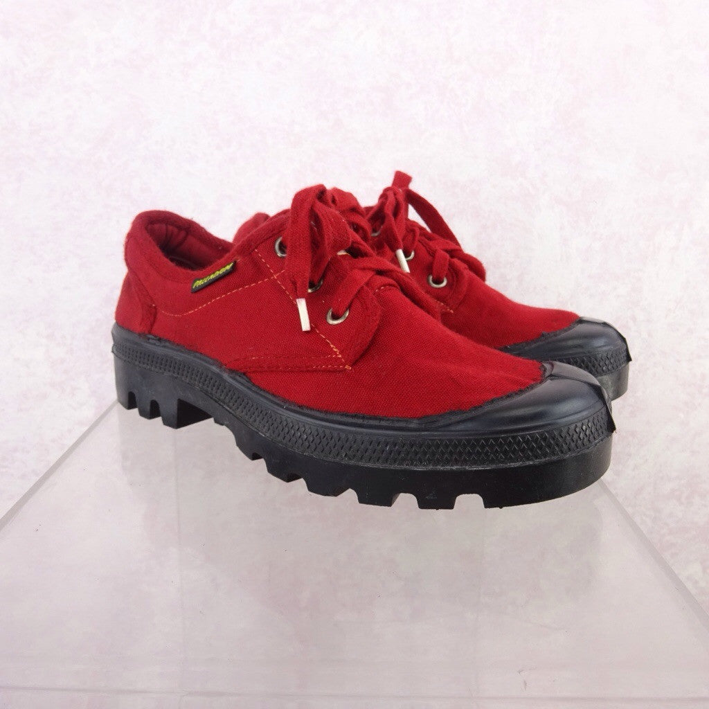 2000s Red Canvas Sneakers NWT  f