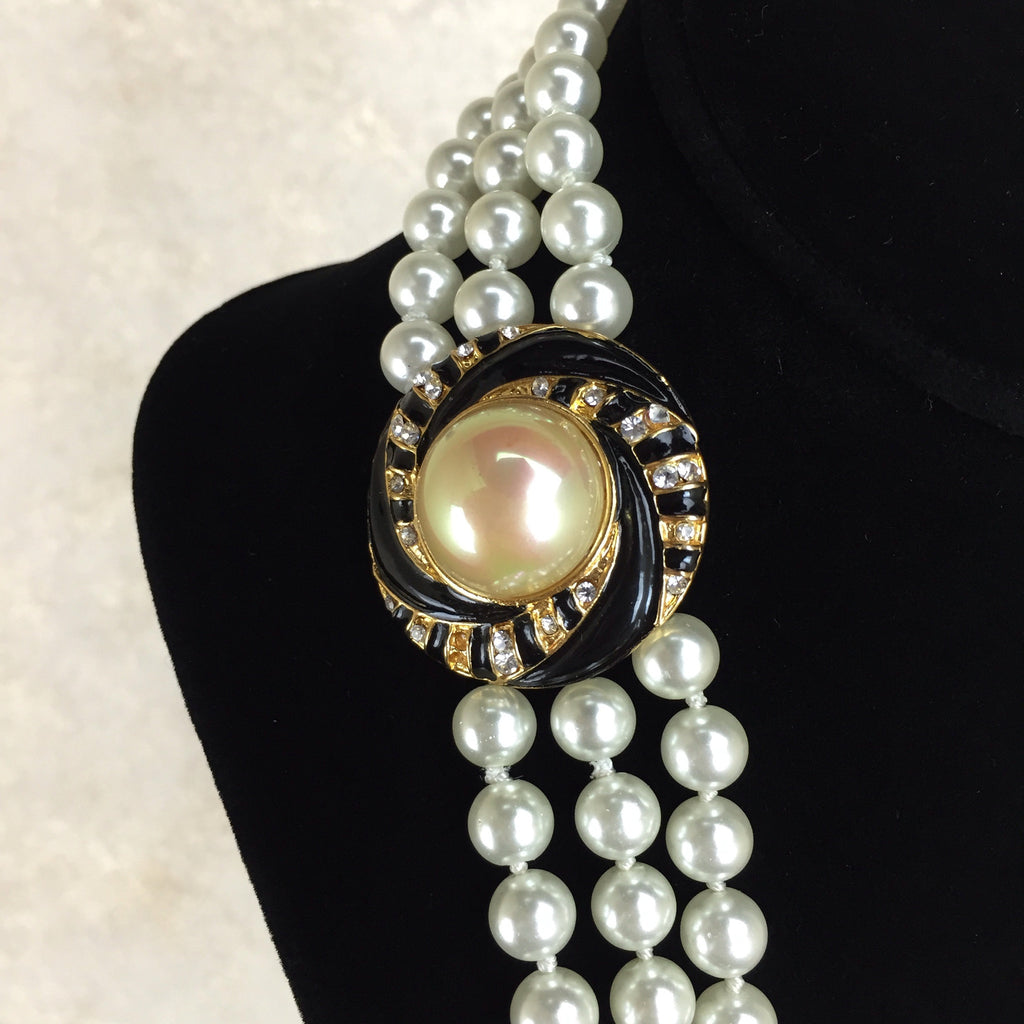 Vintage 90s Triple Strand Faux Pearl Necklace, detail