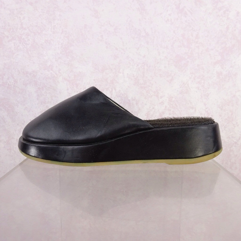 2000s Leather Wedgie Slip Ons d
