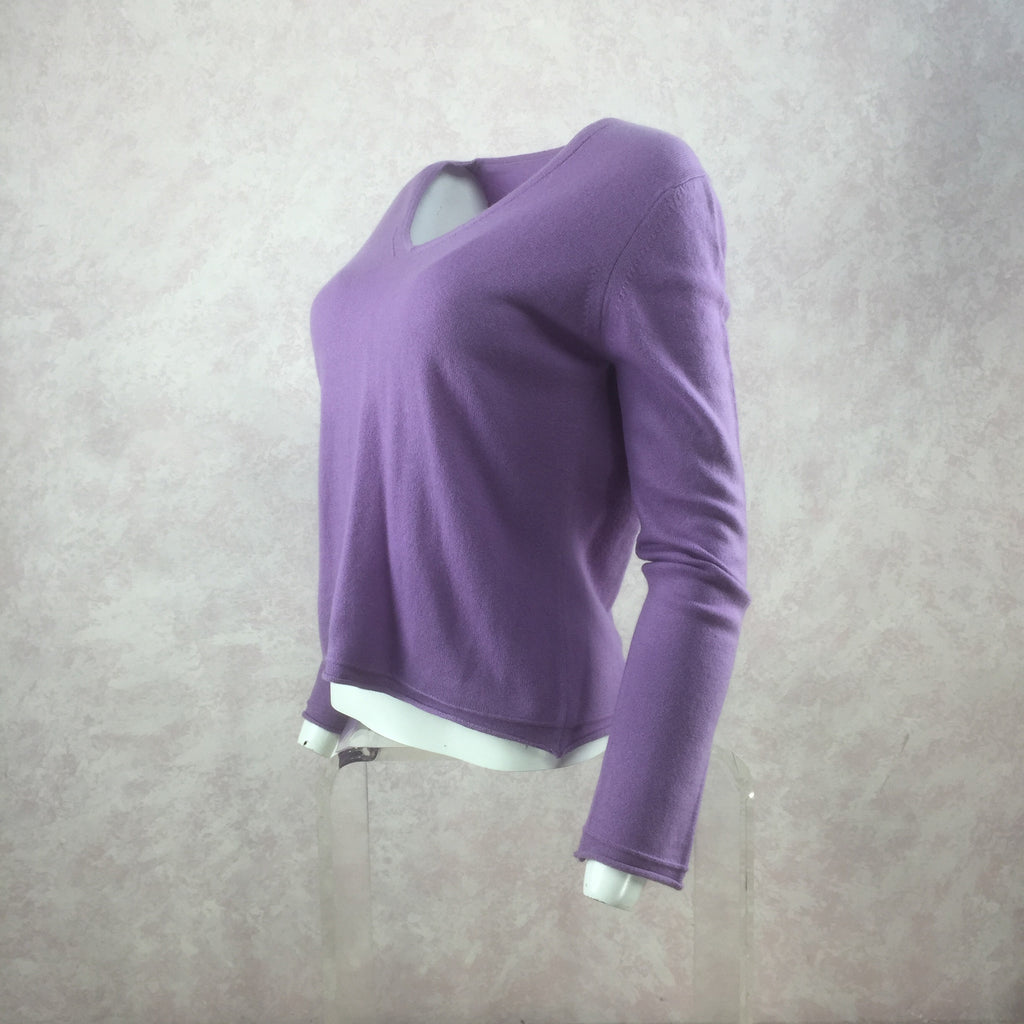 "**** 2000s ""120"" Knit V-Neck Pullover NWT side"