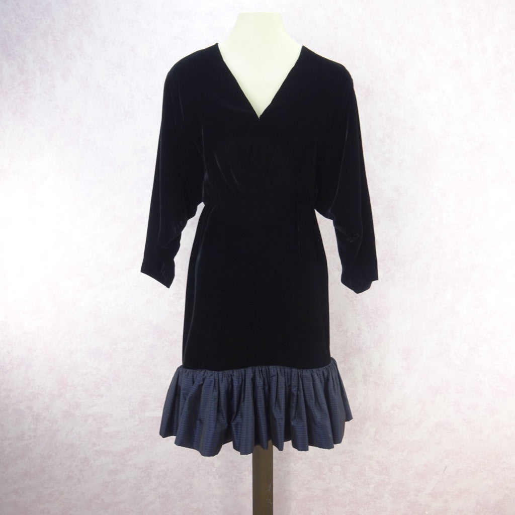 Vintage 80s VALENTINO/Night Black Velvet Dress