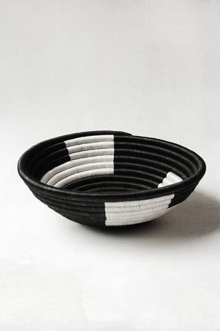 Plateau Basket with Black Zigzag