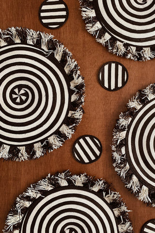 Zenu Place Mat and Coaster Set of 4 in Black/Natural