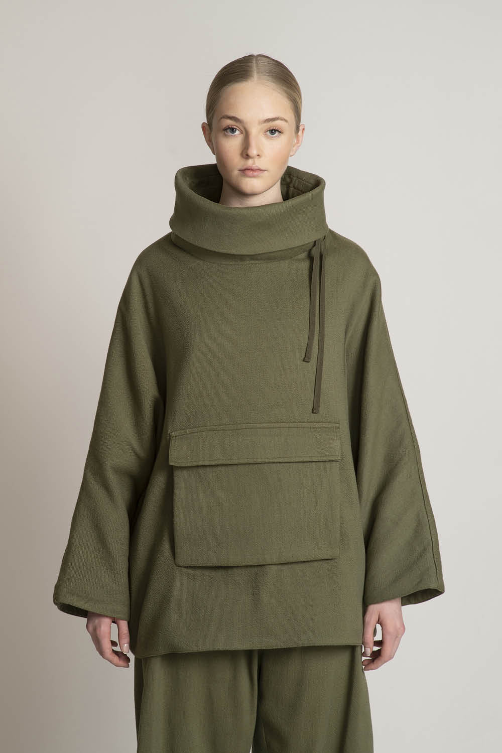 THE SAVIOR TURTLE NECK IN ARMY SOLID