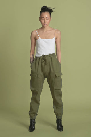 THE PLEDGE CARGO PANT IN ARMY SOLID