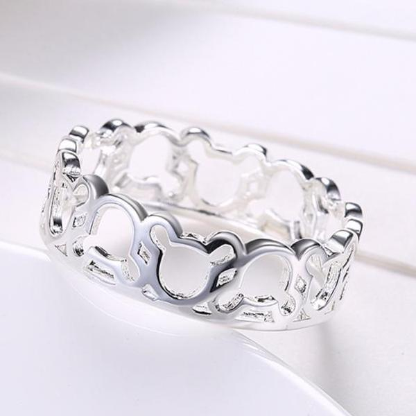 Gorgeous Silver plated Ring (size 6-9)