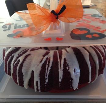 American Made food storage container nicely fits a bundt cake.  Need cake storage, get a Bakers Sto N Go.