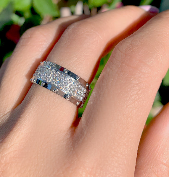 The LV Diamond Emprise Ring