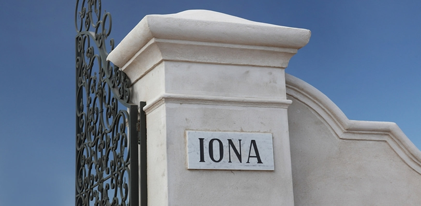 Iona gatepost sign