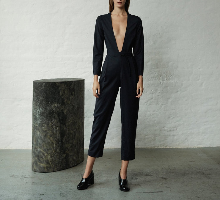 Julia Leifert, women's fashion, evening wear, jumpsuit, virign wool, natural, organic, elegant, deep neckline, sexy, sustainable, nachhaltig, fair fashion, made in Germany, with belt