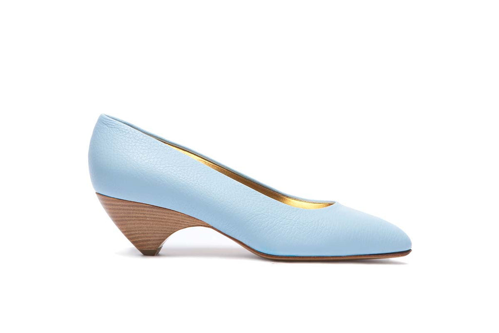 JACKYE light blue grained leather pump with a 5 cm heel. As classy as casual. Walter Steiger, 2016 spring summer collection.