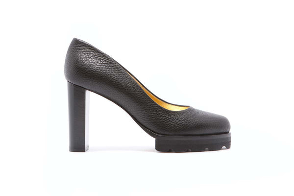 BICE black grained leather pump with a 11 cm heel. Fancy and classy. Walter Steiger Classic