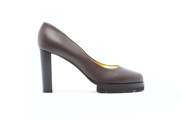 BICE dark brown grained leather pump with a 11 cm heel. Fancy and classy. Walter Steiger classic.