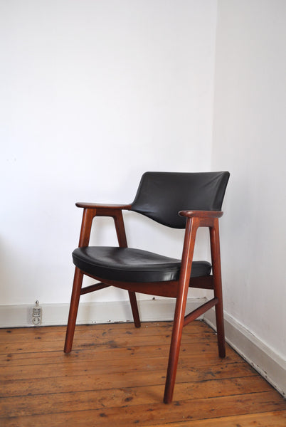 Teak armchair model 43 by Erik Kirkegaard for Høng Stolefabrik in the 50s.