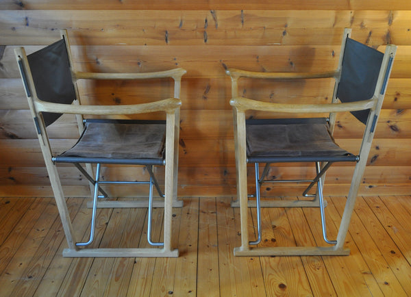 Classic folding chairs in oak and leather upholstery