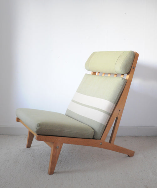Loungechair made of oak designed in 1969 by Hans J. Wegner. Produced by Getama