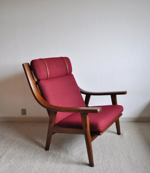 Hans Wegner Lounge Chair in stained oak, Getama Denmark, 1970s