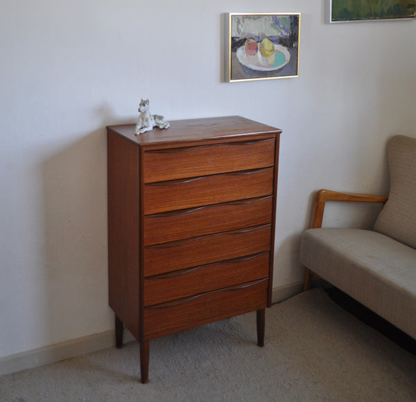 Danish Modern chest of drawers in teak veneer with six drawers