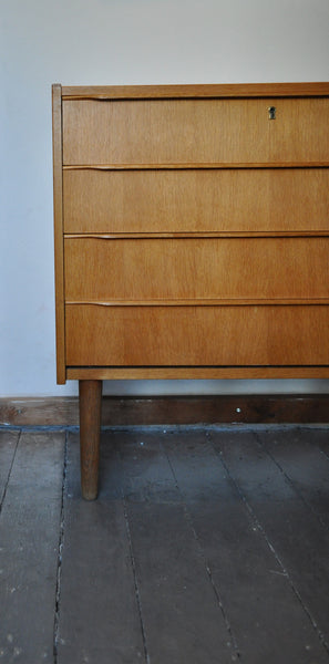 Danish Modern chest of drawers in oak veneer with four drawers.