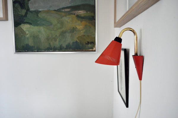 Fine little danish wall lamp