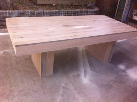 Simone Bienne Table