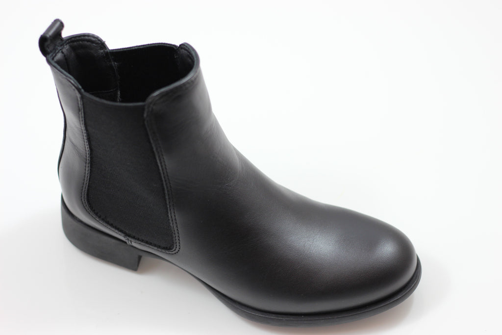La Canadienne Womens Shana Chelsea Boot- Black Leather Side Angle View