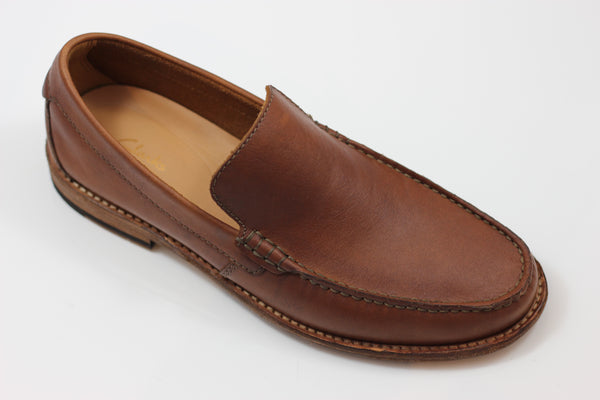 Clarks Men's Pace Barnes Slip On - Dk Tan Leather Side Angle View