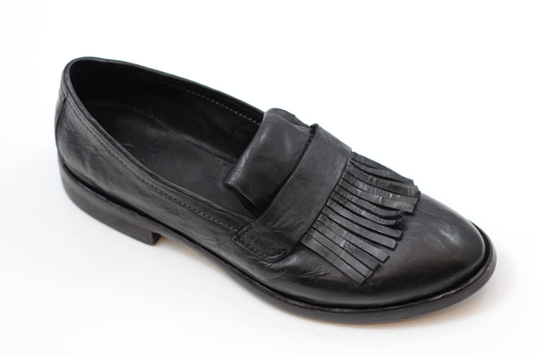 Gidigio Women's PG070032 Slip On - Black Dip Dye Leather Side Angle View