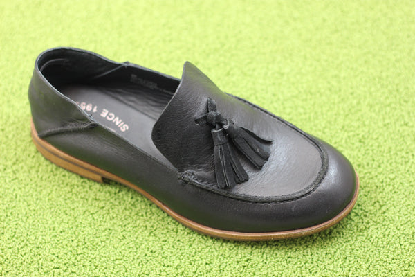 Kork Ease Women's Tinga Tassle Loafer - Black Calf Side Angle View