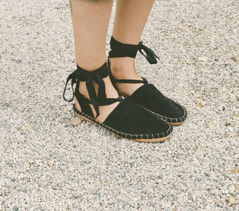 Ankle Tie Moccasin Shoe in Black |DÔEN