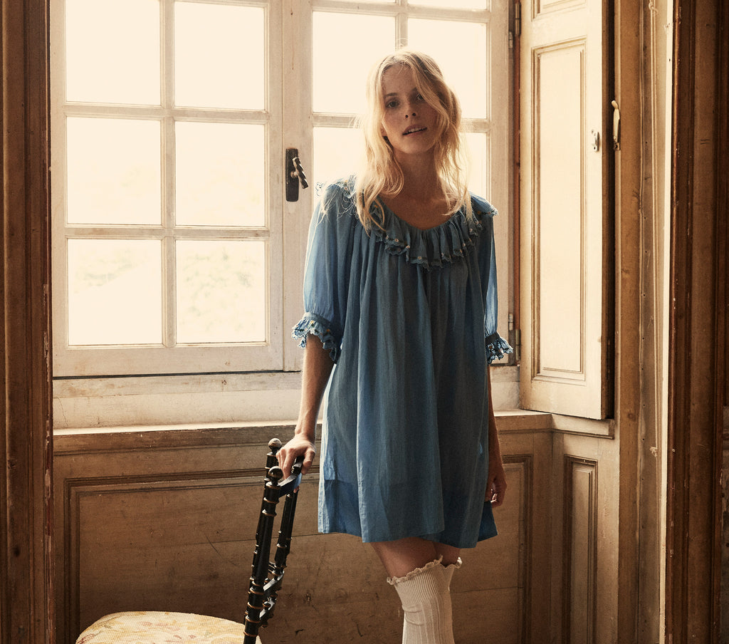 CHATEAU NIGHTGOWN -- MEDALLION BLUE