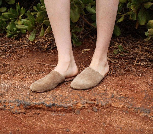 THE SLIPPER -- FAWN SUEDE