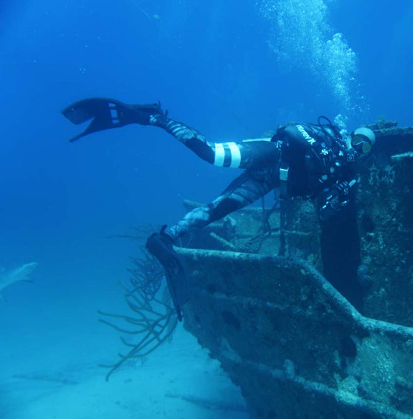 Diver with OMNA Marine Tourniquet Scuba-Diving a wreck with reef shark