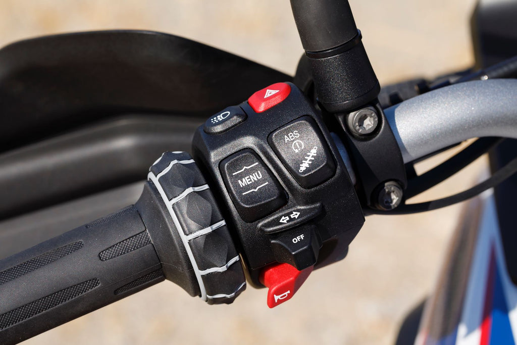 BMW F 850 GS vs F 800 GS: controls and electronics