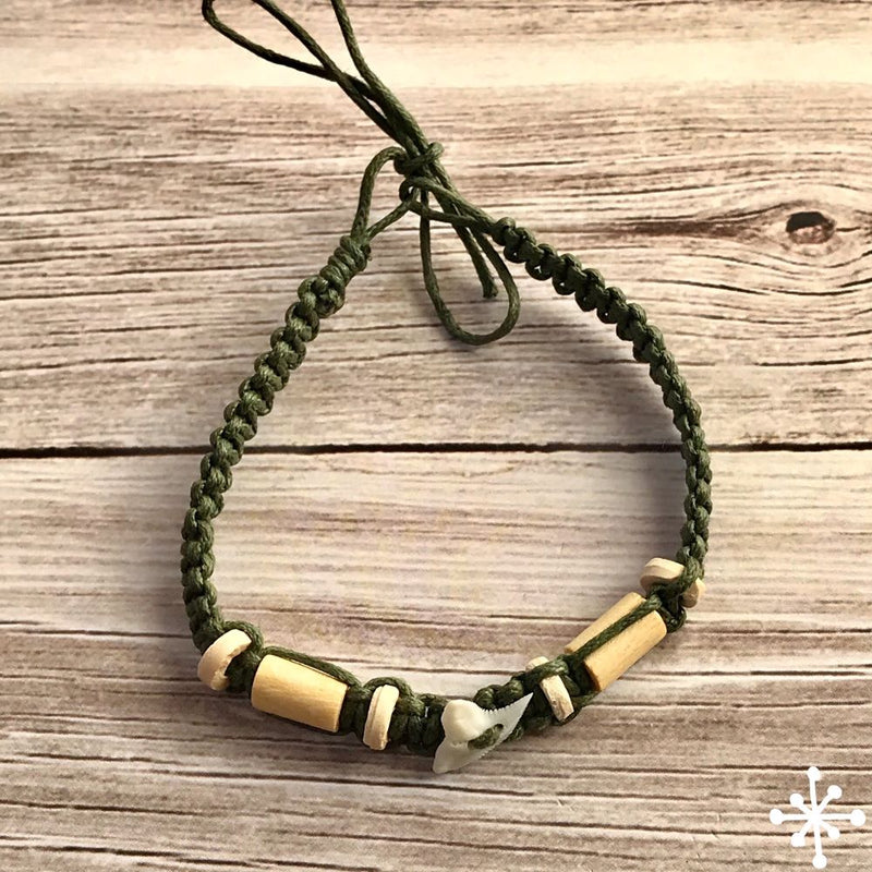 Macrame anklet shark tooth green
