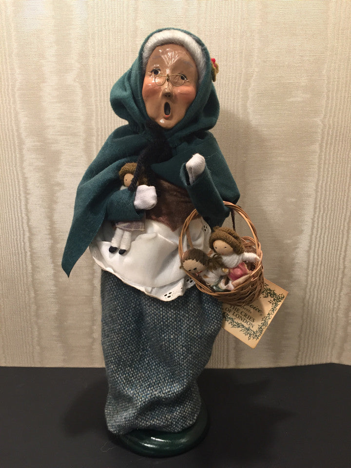 Byers Choice Carolers 1995 The Cries Of London Old Lady Selling Dolls Holiday
