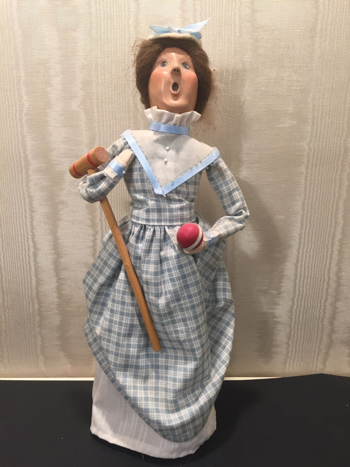 Byers Choice LTD The Carolers 1999 Victorian Croquet Woman Holiday